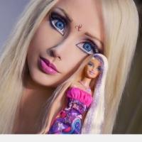 Manusia Barbie terkini...Cantik...pintar... hmmm.......