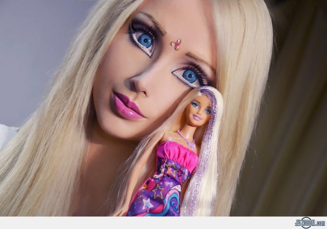 Valeria-Lukyanova-Barbie-doll