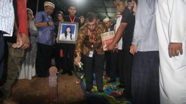 pemakaman-khairunisa-pramugari-airasia