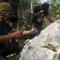 Heboh...Ditemukan Bongkahan Batu Akik Di Sumenep Madura...Jenis apa...???