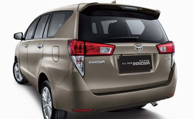 new-toyota-innova-rear-2016