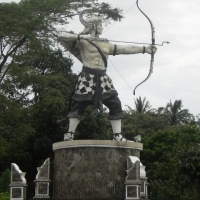 Patung Ikon Kota Purwakarta Dibakar Orang...
