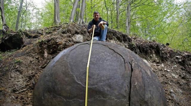 bola batu raksasa1