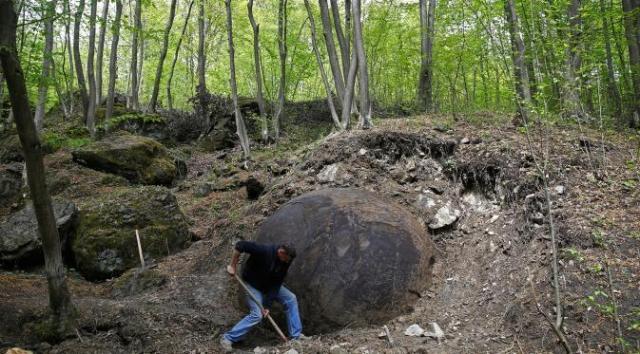 bola batu raksasa2