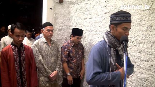 Sholat tarawih Muzammil Hasballah