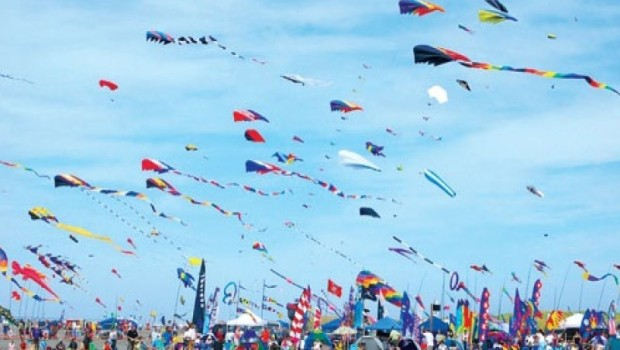festival layangan surabaya
