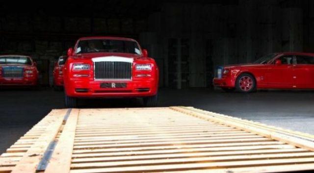 rolls-royce-phantom-merah