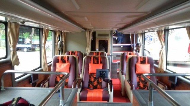interior-bus-tingkat-mewah-dek-bawah