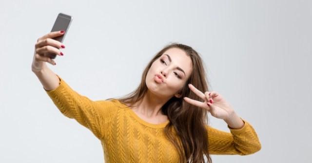 ilustrasi-selfie-dengan-jari-peace-1