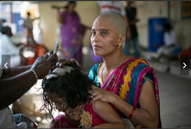 ritual-wanita-gunduli-rambut-india